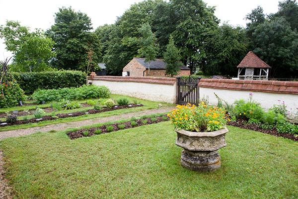 Haddenham garden
